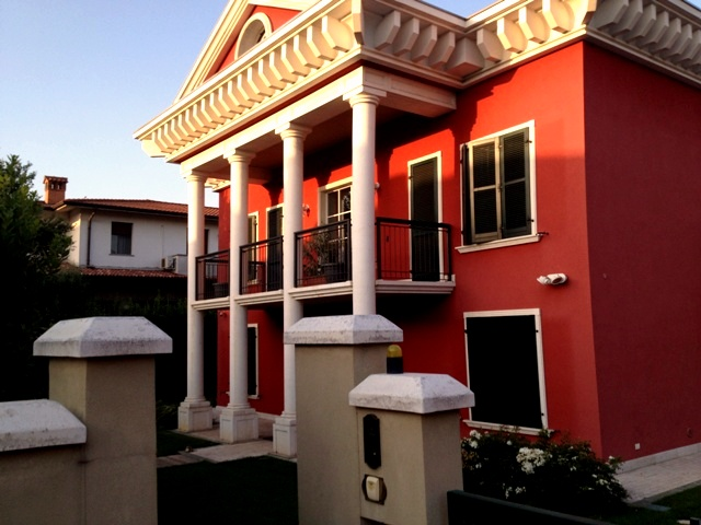 villa con piscina ampio giardino autorimessa quadrupla