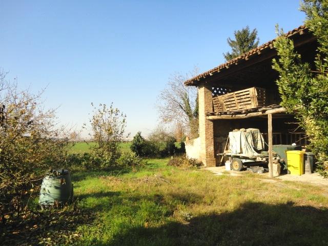 Casale con portico e giardini privati autorimessa doppia for Piani di campagna bassa con garage indipendente