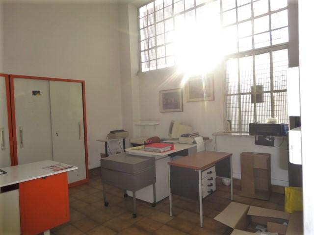 appartamento quadrilocale mq. 125 termo autonomo con garage zona Borgo Palazzo