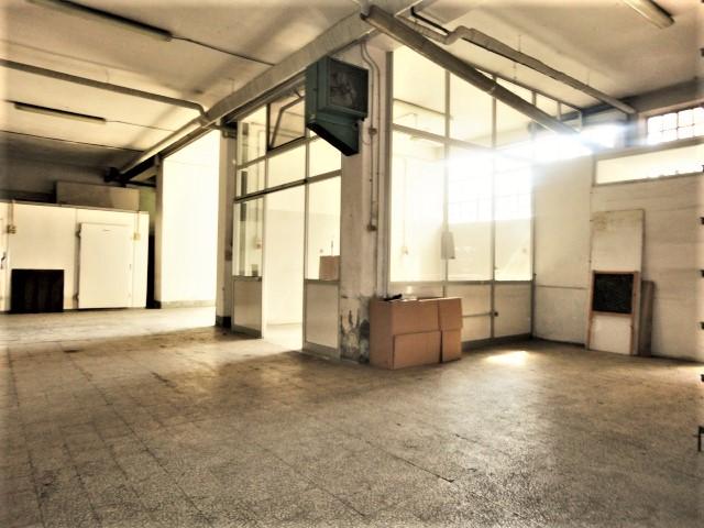 magazzino con ufficio e accesso carrale per furgoni zona celadina