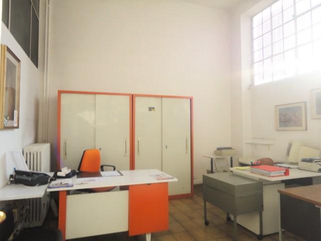in palazzina appartamento quadrilocale mq. 120 con balcone e cantina