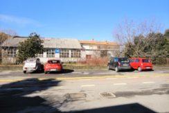capannone con magazzino, soprastante abitazione e ampio terreno di proprieta'