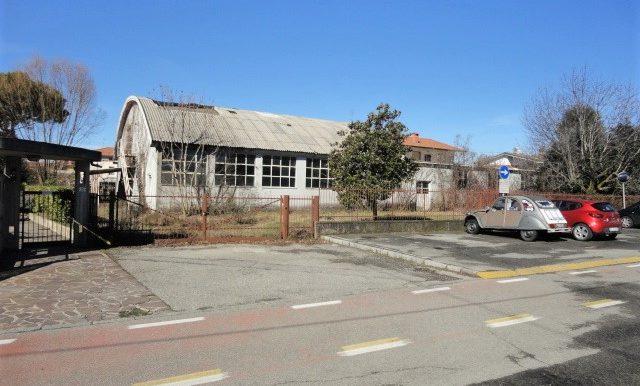 capannone magazzino 2 appartamenti trilocale terreno proprietà