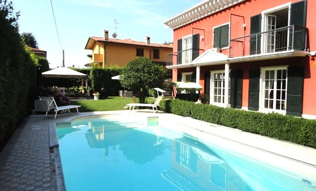 villa sette locali giardino piscina garage stezzano