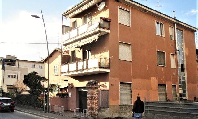 negozio vetrina fronte strada centro Romano di Lombardia