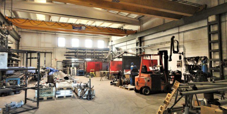 Affittasi capannone ufficio magazzino area esterna Lallio