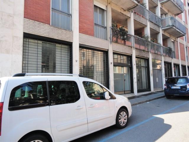 negozio mq. 85 open space con 4 vetrine fronte strada, centro città