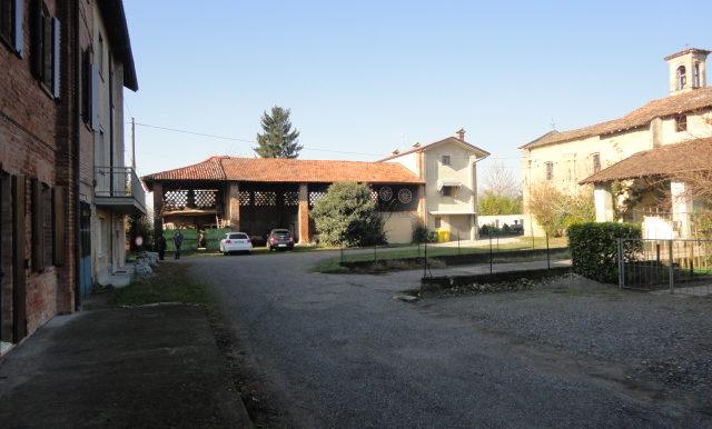 casa indipendente -portico - giardino - autorimessa - campagna Romano di lombardia