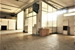 magazzino con ufficio e accesso carrale per furgoni e camion zona celadina