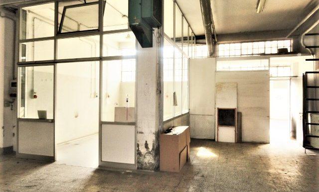 magazzino con ufficio e accesso carrale per furgoni e camion zona celadina3