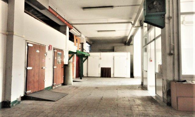 magazzino con ufficio e accesso carrale per furgoni e camion zona celadina4
