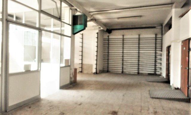 magazzino con ufficio e accesso carrale per furgoni e camion zona celadina5