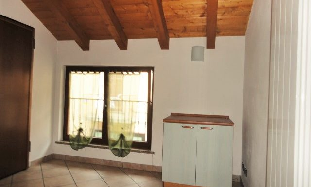 bilocale mansardato arredato con posto auto bergamo celadina bergamo via borgo palazzo 268