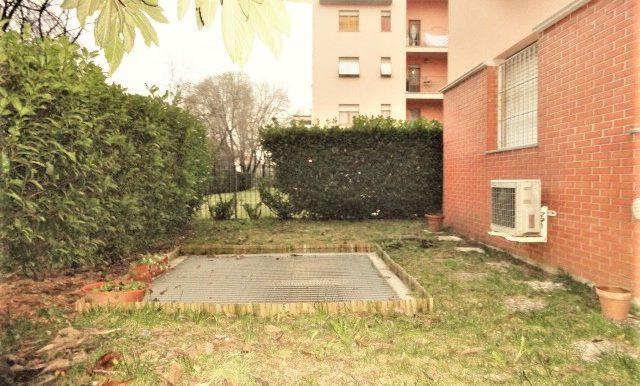 1bilocale arredato giardino privato cantina garage bergamo celadina5
