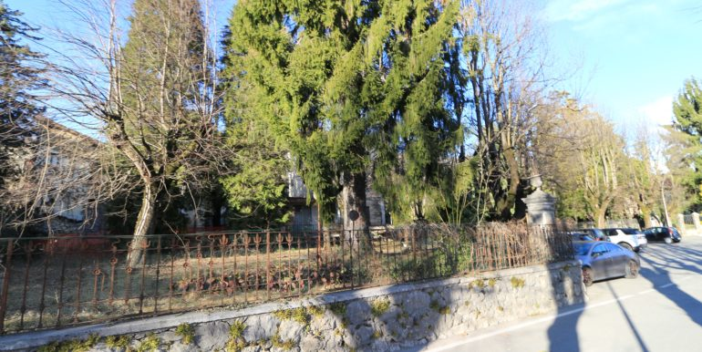 fabbricato indipendente con cortile giardino circostanti centro clusone