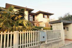 villa schiera di testa indipendente giardino e terrazza Ghisalba