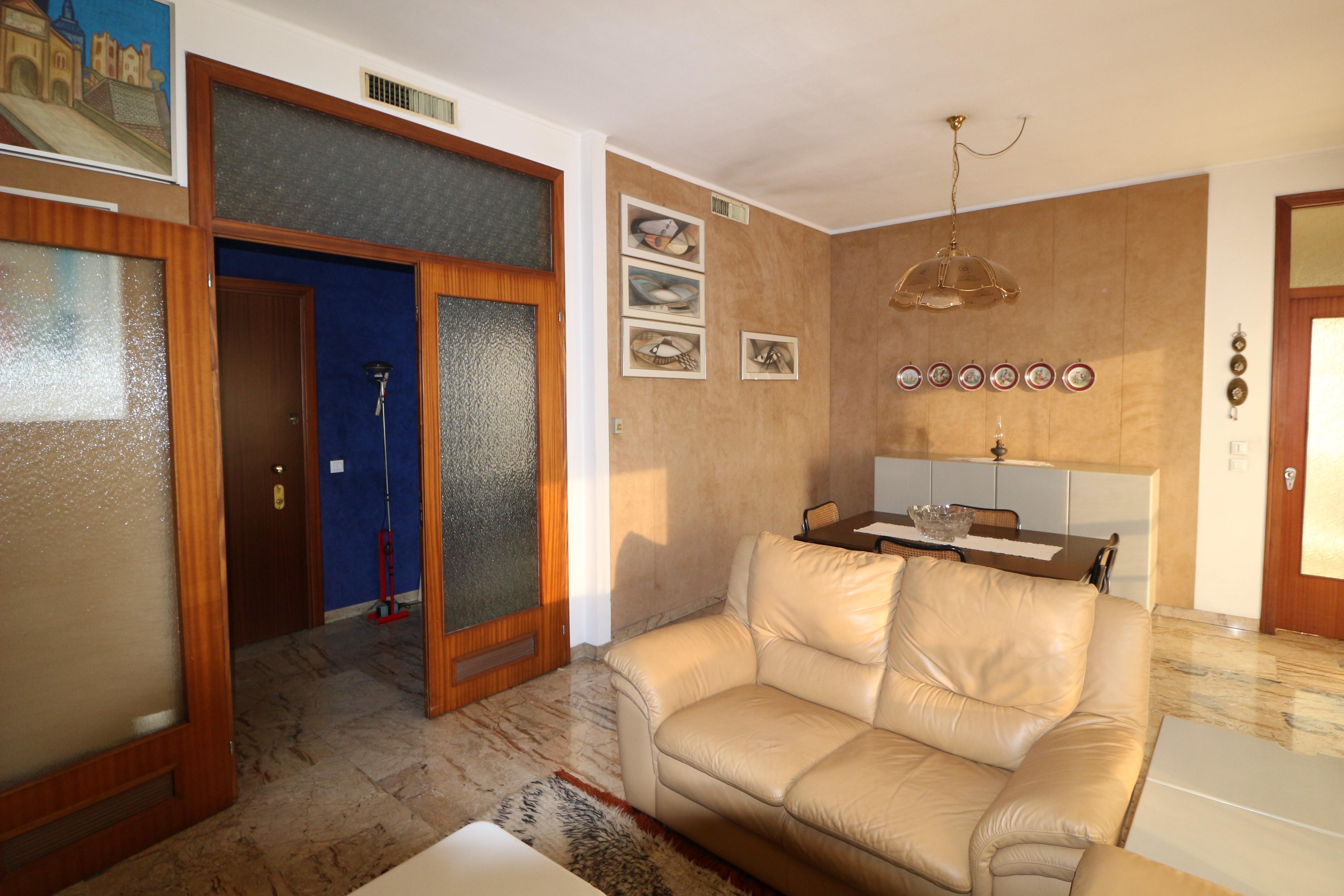 piano alto appartamento trilocale con garage Seriate
